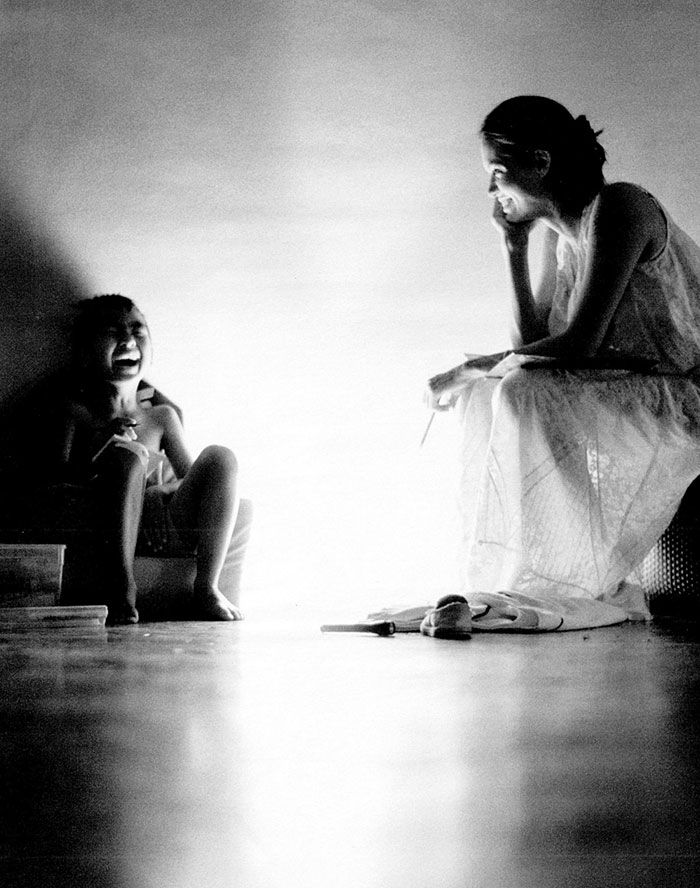 В таком домашнем ракурсе Джоли видел только ее супруг, а сегодня теплые и трогательные снимки, снятые в непринужденной домашней обстановке, увидел весь мир.