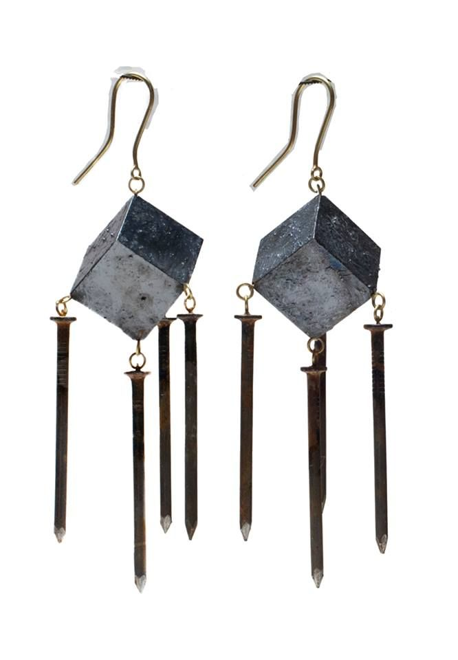 Philip Sajet earrings -  argent niellé, attache en or, clous en fer (jewelry with nails)