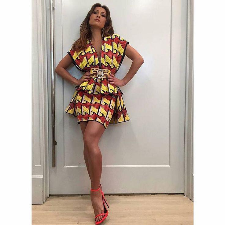 Sabrina Sato usa look total GIG Couture estampa de ondas amarelo e laranja
