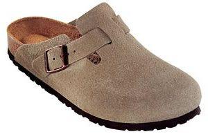Birkenstocks = super komfortabel! Can you say winter shoe?! :)     Boston Soft Footbed Clog Taupe Suede (35R)