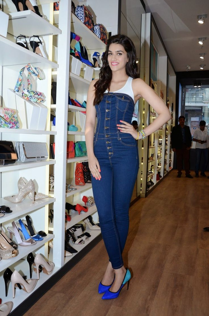 High Quality Bollywood Celebrity Pictures: Kriti Sanon Looks Super sexy At ALDO Spring Summer 2015 Collection Launch In Mumbai