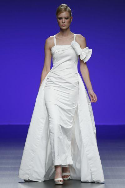 Robes de mariée Cymbeline 2016 : Quand avant-garde et tradition se lient à la perfection Image: 9