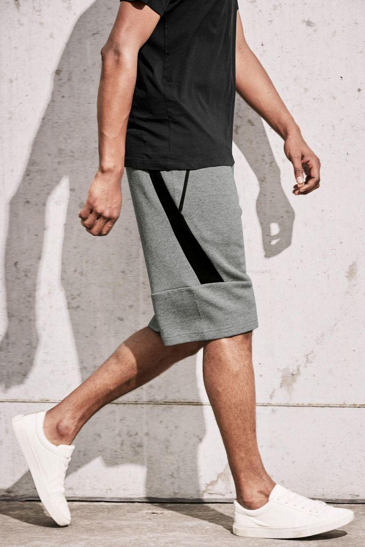 Comprar Pantalones cortos grises con diseño de paneles de punto en Next: España