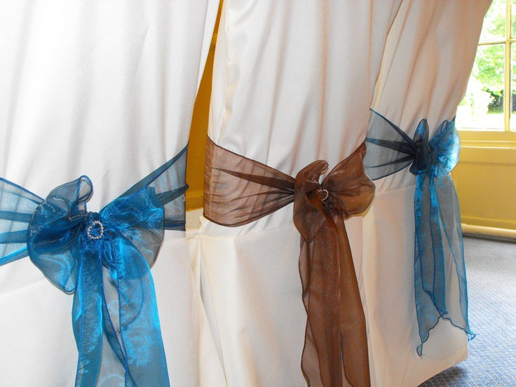 Alternating Teal and Chocolate Organza Bows on White Chair Covers