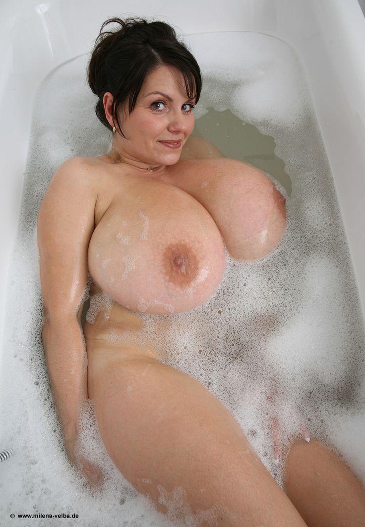 Big Mature Bath Nude 99