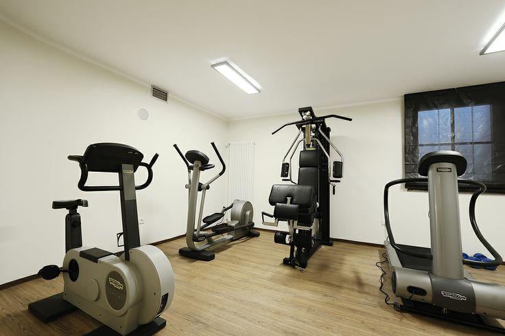 Area fitness con  attrezzature Technogym come tapis roulant, cyclette, multipla, Cross Forma.