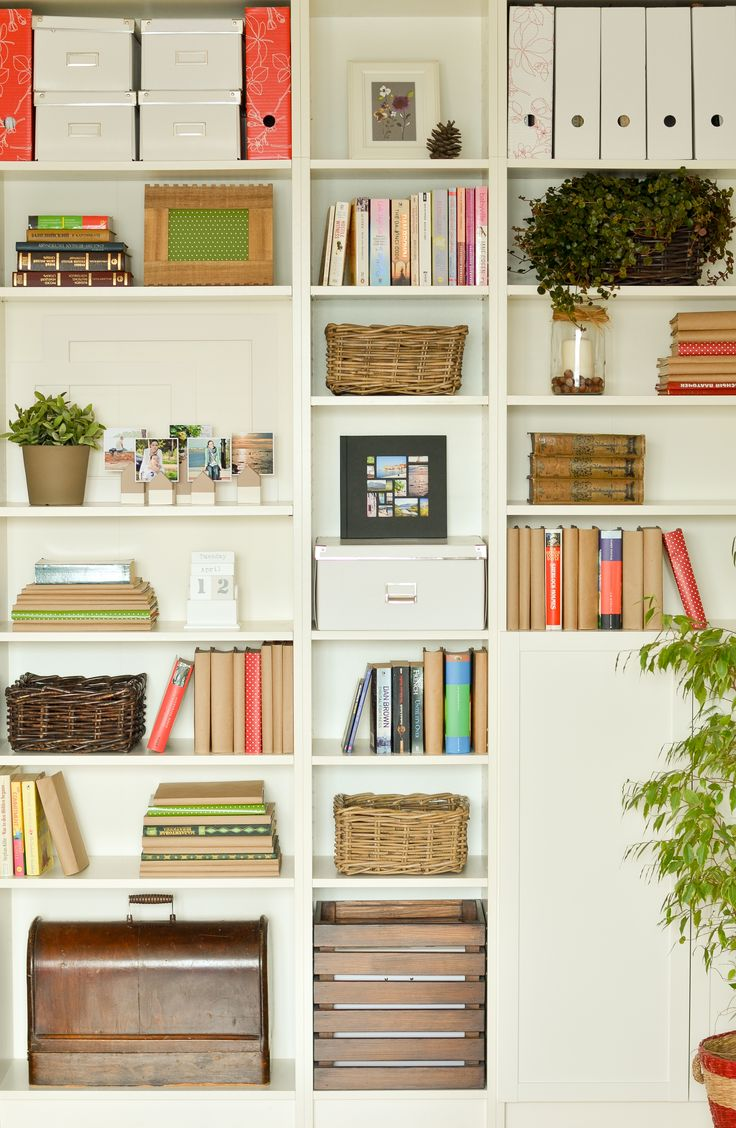 bookcase organization / организация книжных полок
