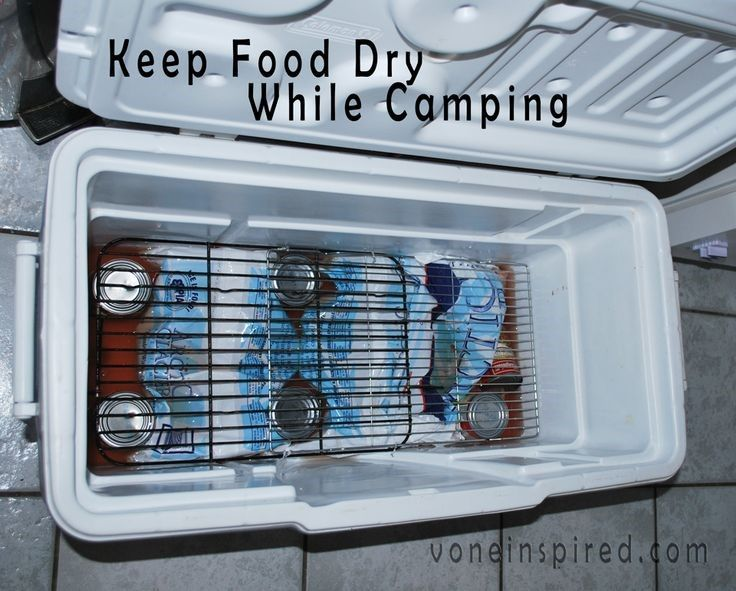 HOW TO KEEP YOUR FOOD DRY IN A COOLER WHILE CAMPING Genius !!! Place ice and cans at the bottom of the cooler. Place cooling racks on top of the cans. Now you have a nice dry shelf to place food on.