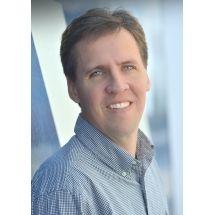 Jeff Kinney ist Entwickler und Designer für Online-Spiele und Bestsellerautor u.a. der New York Times. Das Time Magazine hat ihn zu den 100 einflussreichsten Menschen der Welt gezählt. Er ist außerdem Urheber von Poptropica.com, die vom Time Magazine in die Liste der 50 besten Websites aufgenommen wurde. Jeff Kinney hat seine Kindheit in Washington D.C. verbracht und zog 1995 nach Neuengland. Er ist verheiratet, hat zwei Söhne und lebt im Süden von Massachusetts.