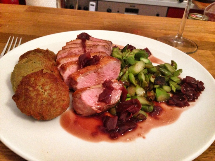 Hony-Duck with asparagus, hash browns with red wine shallot sauce.