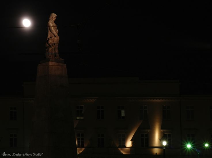 Waiting for the Moon... Plac Wolności.