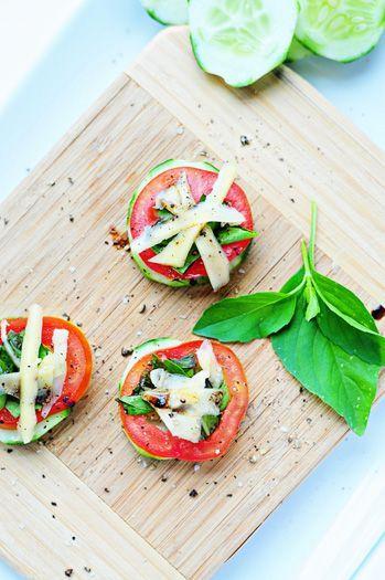 Cucumber Basil Bites: Appetizerssnack Recipesrr, Fresh Basil Recipe, Appetizers Recipe, Tomatoes Basil, Simple Bites, Cucumber Basil, Basil Bites, Bites Recipe, Balsamic Basil