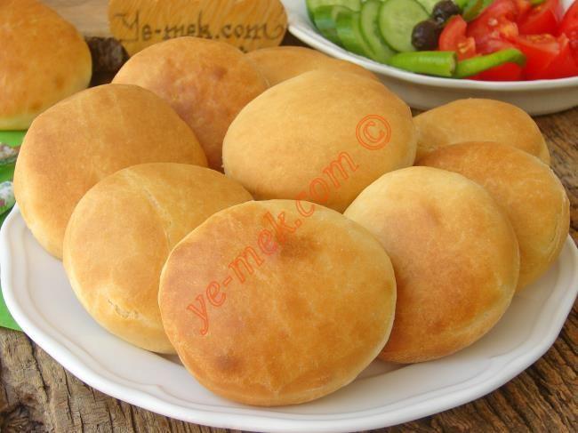 Kahvaltıda sıcak ekmek özlemi çekenler için kolayca yapıp, sıcak sıcak sofraya koyabileceğiniz puf puf nefis ekmekler...