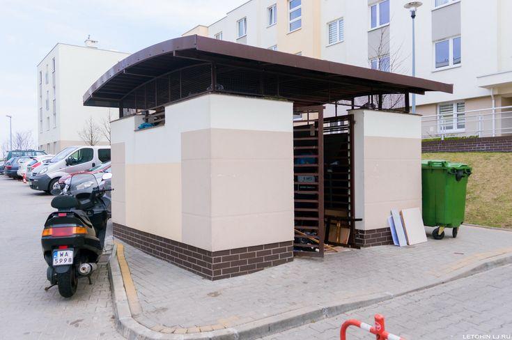 Место для мусора.  Спальный район Варшавы.
