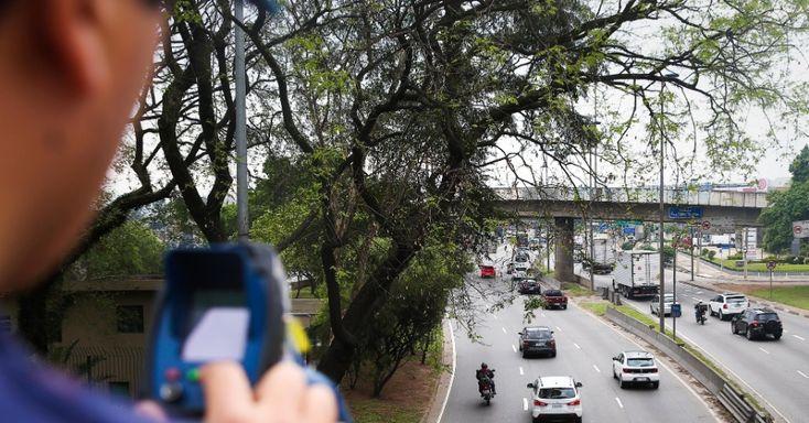 Ao menos 54% dos paulistanos são favoráveis ao aumento dos limites de velocidade nas marginais Tietê e Pinheiros, segundo pesquisa da ONG Rede Nossa São Pa...