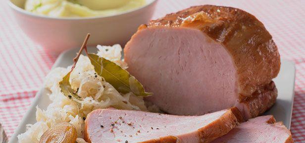 Die deutsche Küche ist abwechslungsreich und lecker. Hier finden Sie typisch deutsche Gerichte mit Tradition von Hausmannskost bis zu Gebäck und Nachtisch.