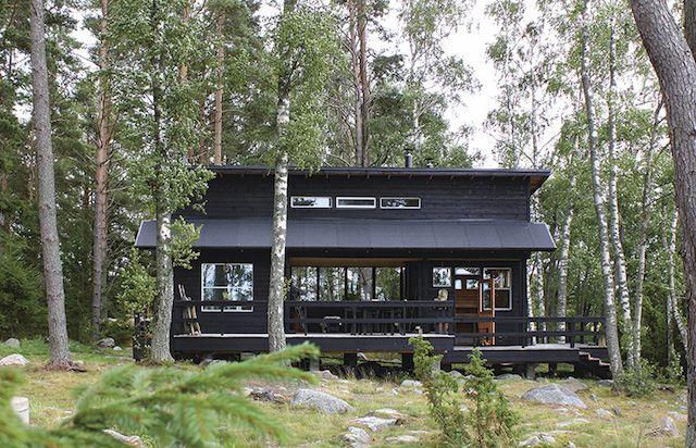 A tour of Johanna Lehtinen's idyllic Finnish summer cabin in the archipelagos.