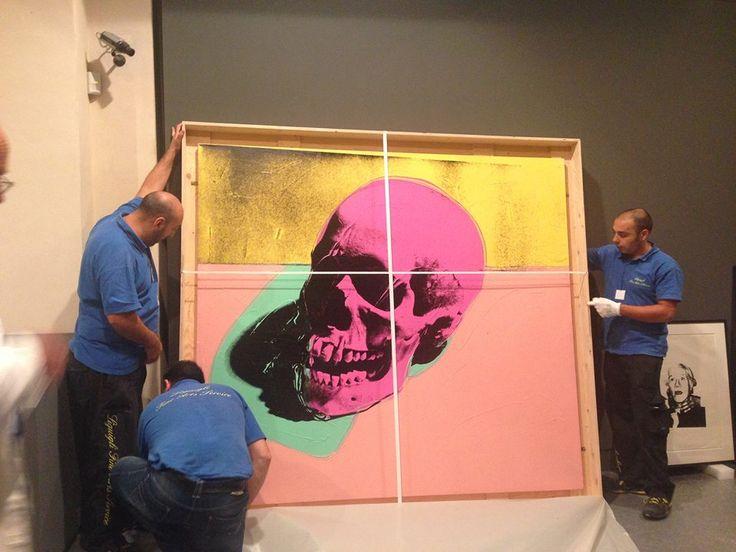 #AndyGoesToPisa Il grande Skull (1976) è finalmente allestito! Andate ad aggiudicarvi il biglietto omaggio per vederlo dal vivo