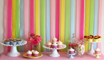 Love the simple backdrop here w/ the crepe paper streamers!