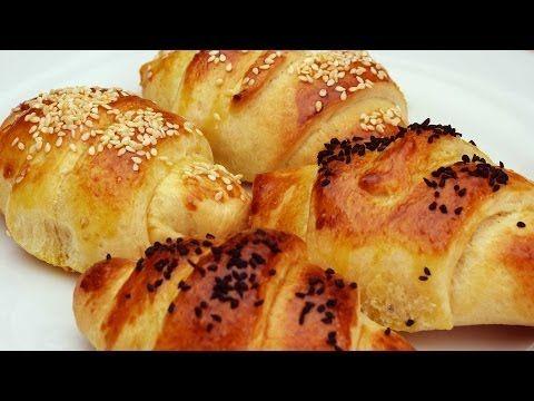 Butter Roll Recipe  Ricetta originale:420 g Farina,7g lievito di birra secco,225g Latte tiepido,85 g Olio vegetale,1 Uovo,10 g Burro,10 g Zucchero,5 g Sale.(Nel mio impasto:1 cucchiaio di Miele e scorza d'Arancia) Latte tiepido+Burro+Zucchero+zest Arancia+Lievito +Miele.Lasciar riposare qualche minuto.Aggiungere bianco d'Uovo+Farina+Sale+Olio.Lievitare un'ora.Dividere in 8 palline.Stendere i dischi, usando poca farina,poi sovrapporli.Seconda lievitazione:3 ore circa(ho preferito fare cosi)