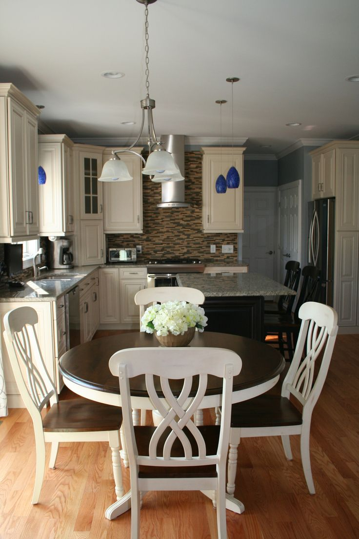 Kitchen cabinets rhode island - Beautiful Kitchen Designed By Cypress Design Co Featuring Waypoint Cabinetry In Maple Cream And Espresso Island Kitchens