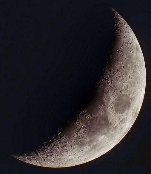 Moon - 2015-04-23 21:22z  Technical card Imaging telescope: Sky-Watcher Mak 127mm Imaging camera: Canon 1100D Mount: Sky-Watcher AZ Software: APT - Astro Photography Tool,  Registax,  Google+ Photo Editor,  Planetary Imaging Pre-Processor (PIPP),  Adobe PhotoshopCS5 Date: 2015-04-23 Time: 21:22 Frames: 50 Focal length: 1500