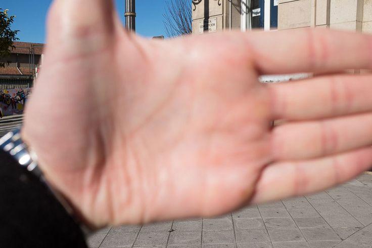 Aprendiendo a medir la luz en la palma para clavar la exposición.