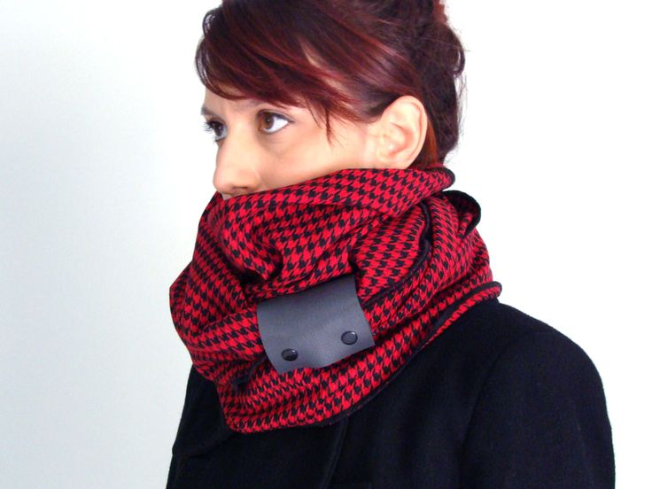 Wool infinity scarf with faux leather cuff in black & red houndstooth pattern / pied de poule - FOR SALE 32.00€ - Click here: clothbot.gr - clohbotshop.etsy.com - Fall Winter 2015 accessories, scarves trends