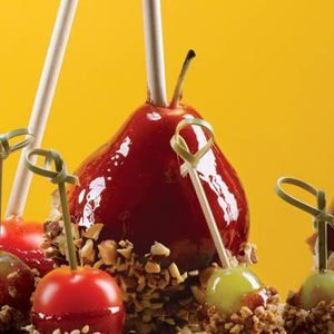 Here's a twist on classic candy apples: Pomegranate Candied Pears with Almonds #recipe #WWLoves