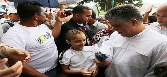 Ministerio de Educación ha entregado 930.000 bonos escolares El ministro Elías Jaua Milano precisó que esta semana su despacho atenderá al sistema de educación especial y otros sectores vulnerables