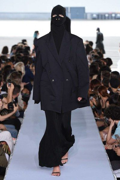 Vetements Spring 2019 Ready-to-Wear Fashion Show   2019, 2018 , 2017 ... 86a769d780c