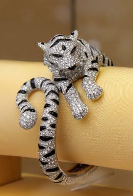 Diamonds and Rhubarb: Cartier cat ring