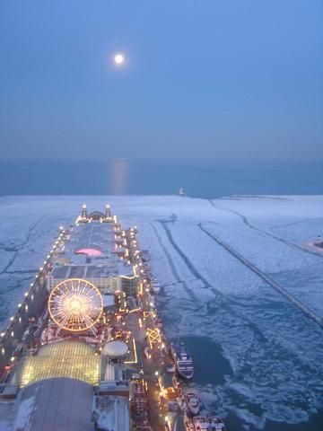 Moon over wintry Navy Pier, Chicago (Chicago in Winter, Day 4).
