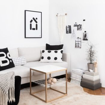 punktkommastrich fine.art.print – haus #studiobrands #fineartprint #minimalisticdesign #scandinavianstyle #monochrome #blackandwhite #walldecoration #punktkommastrich #minimalist #homesweethome #calmliving #slowliving #simplethings #waitingforsnow #timetoknit