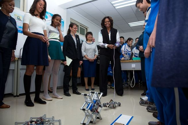 First Lady Michelle Obama, daughters Sasha and Malia, and Marian Robinson join First Lady Peng Liyuan on a visit to a robotics classroom during a tour of Second High School Attached to Beijing Normal University, a school that prepares students to attend universities abroad, in Beijing China, March 21, 2014. (Official White House Photo by Amanda Lucidon)