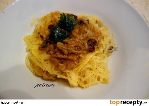 Špagetová dýně s rajčatovo-cuketovou omáčkou