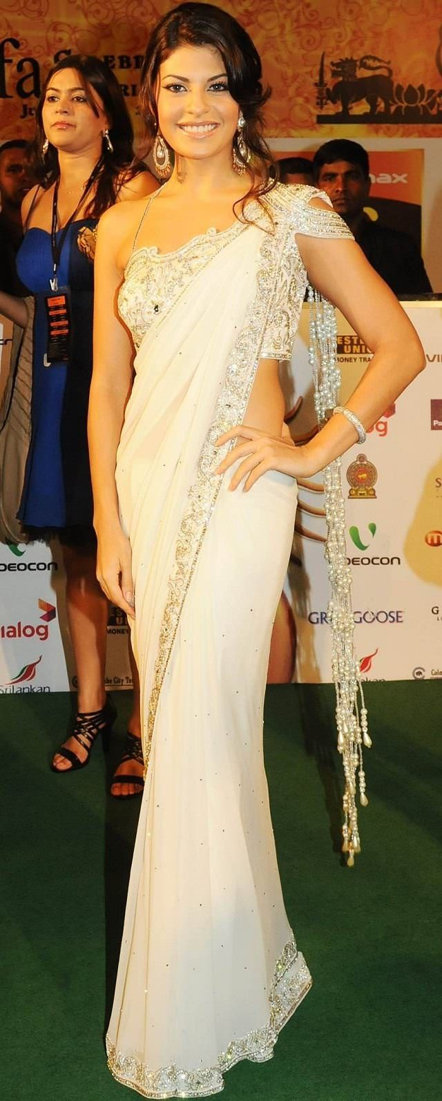 Short Patli Style: A Casual Way to drape a Saree... Find out 10 more style at Looksgud.in