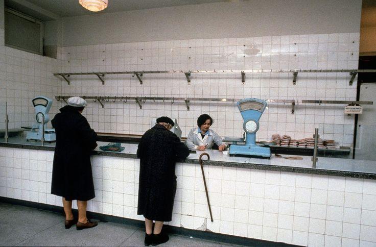 Meat shop, Warsaw 1980s, Poland Chris Niedenthal