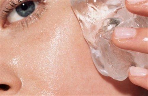 In dit artikel leggen we uit waarom ijstherapie een geweldig en goedkoop alternatief is om dagelijks je huid mee te verzorgen en natuurlijk te verjongen.