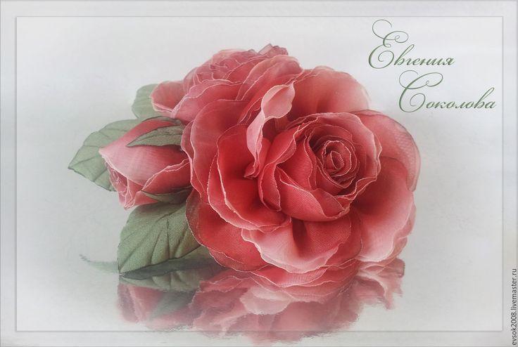Купить Брошь с цветами Красные розы - брошь-цветок, текстильная брошь, фантазийный цветок