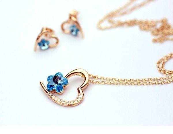Set bijuterii cu cristale Swarovski, elegante si stralucitoare!