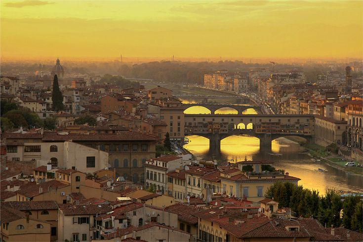 мост через реку Арно во Флоренции