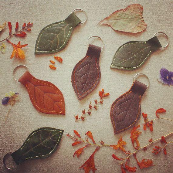Leder-Leaf-Keyring / / grün, Tan und braun Leder Schlüsselanhänger / / Eco-Friendly / / 3 Zoll 8 Cms UK-Verkäufer