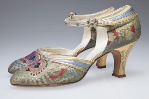Zapatos Art Deco brocado de seda multicolor, 1920-1930.