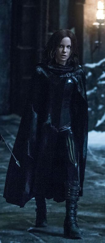 Great old vampire style! Selene (Kate Beckinsale). Picture from Underworld: Blood Wars