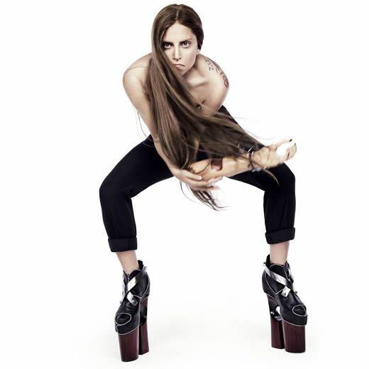 Lady Gaga - Burqa  http://www.emonden.co/lady-gaga-burqa