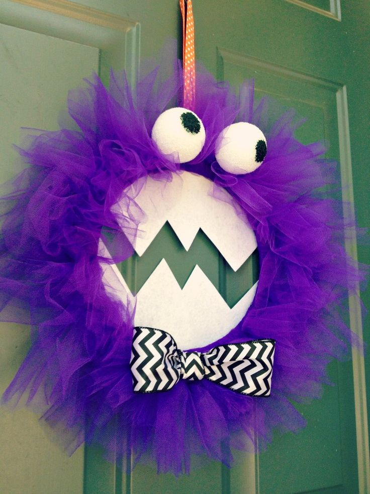 DIY PURPLE PEOPLE EATER MONSTER HALLOWEEN WREATH...from Cul-de-sac Cool! It's scary how cute this is!!