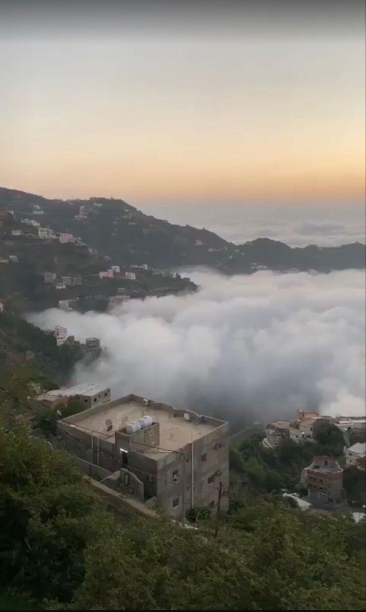 القرية الوحيدة في العالم التي لا تمطر عليها السماء أبدا لأنها فوق السحاب هي قرية الحطيب بمنطقة حراز التابعة لمديرية مناخة غرب العاصمة اليمن Tourism