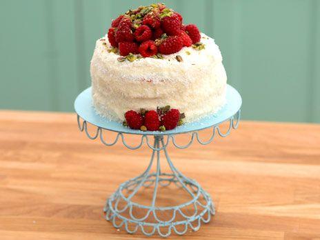 "Bröllopstårta ""Coco Chanel Mme naturelle"" | Recept.nu"