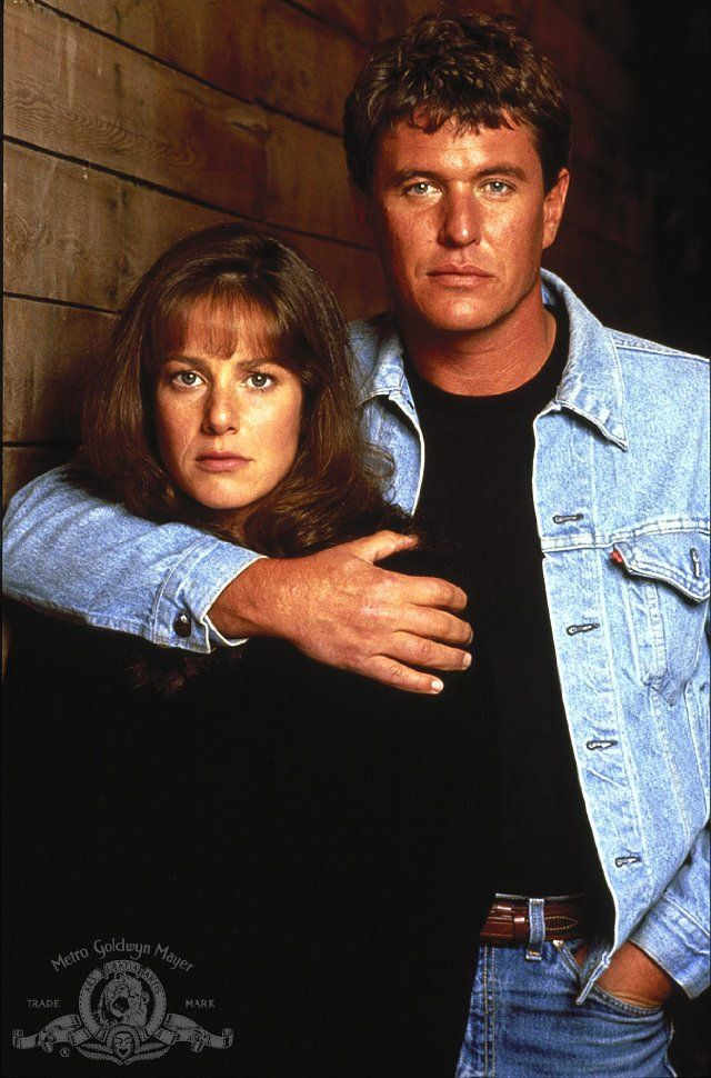 Still of Tom Berenger and Debra Winger in Betrayed